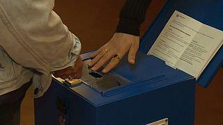 İsviçre'de Avrupa Birliği ile Serbest Dolaşım Anlaşması'nın iptali hakkındaki referandum resmi olmayan sonuçlara göre yüzde 61,3 oyla reddedildi.