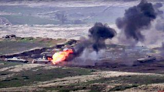 Les forces arméniennes détruisent un véhicule militaire azerbaïdjanais à la frontière de la République autoproclamée du Haut-Karabakh.