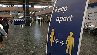 UK: 'mind the gap' suona: mantente le distanze e salvatevi dal Covid-19!