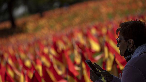 Madrid: 53mila bandierine per i morti di Covid-19