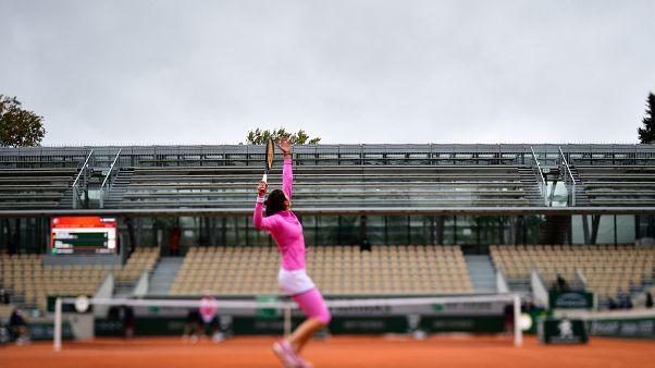 Schwieriger Start der French Open bei Kälte und Regen