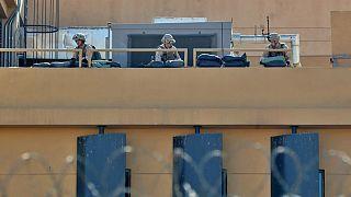 استقرار سربازان آمریکایی بر پشت بام سفارت ایالات متحده در بغداد
