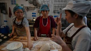 مخبز يديره الماني موظفوه من ذوي الغعاقات السمعية