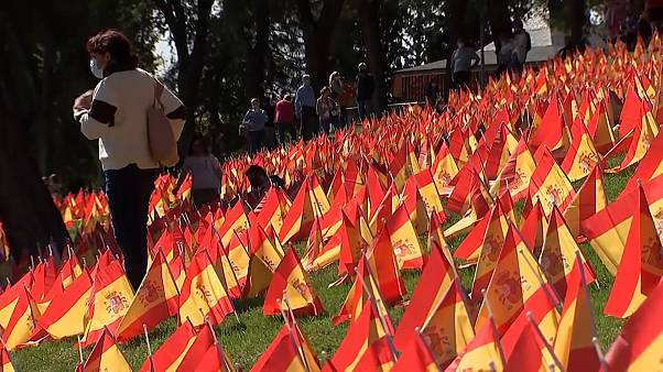 شاهد: نصب 50 ألف علم إسباني في مدريد تكريما لضحايا كوفيد-19