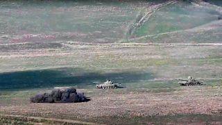 تثير المعارك العنيفة حول ناغورني قره باغ مخاوف من اندلاع حرب مفتوحة بين أذربيجان وأرمينيا