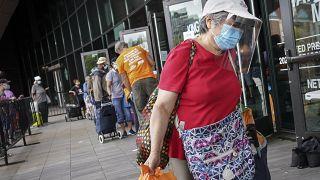 Se han puesto en funcionamiento docenas de bancos de alimentos en Nueva York para ayudar a los más afectados de la pandemia.