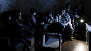 Жители Степанакерта в бомбоубежище смотрят армянское гостелевидение