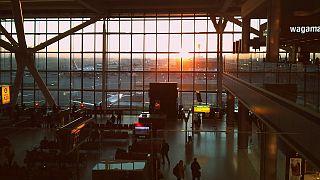 مطار هيثرو بلندن- بريطانيا
