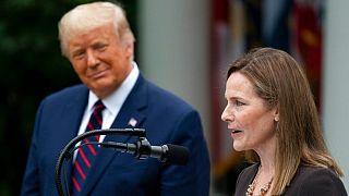 ایمی برت در کنار دونالد ترامپ