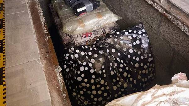 La polizia rumena ha scoperto circa 200 libri rari nascosti in una casa in campagna
