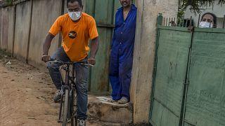 À Madagascar, des mesures restrictives post-covid divisent