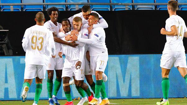 Franck Boli gólját ünneplik a Ferencváros játékosai a Molde elleni Bajnokok Ligája-selejtező első meccsén