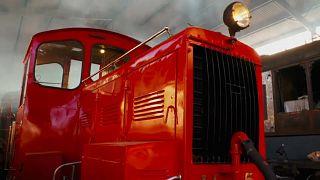متطوعون في أستراليا يعيدون إحياء سكة قطار قديمة
