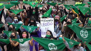 Аргентинские женщины требуют легализовать аборты