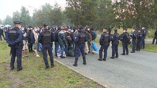 La policía francesa desaloja a varios migrantes en Calais