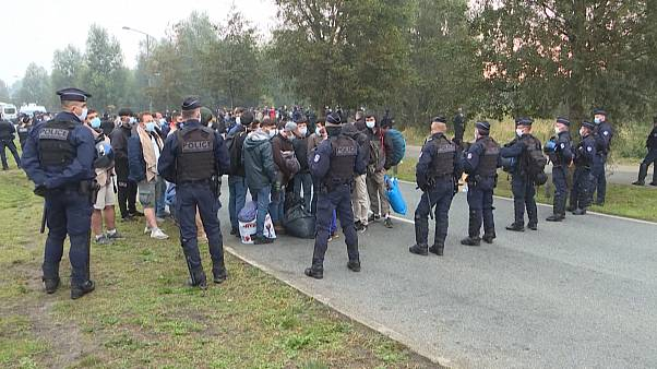 Police encircling migrants