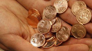 قطع معدنية مختلفة لعملة اليورو