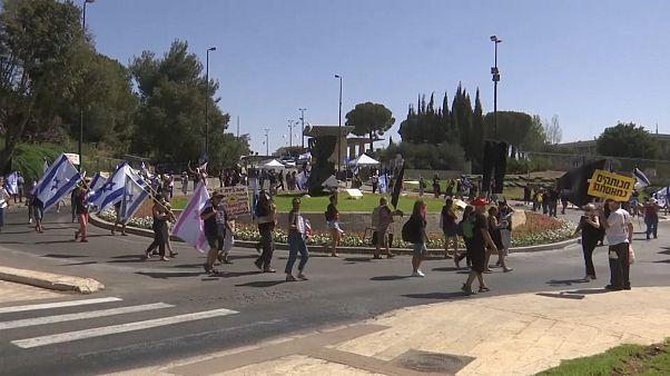 ویدئو؛ تظاهرات روبروی پارلمان اسرائیل در اعتراض به اعمال قرنطینه