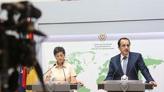 Ο ΥΠΕΞ της Κύπρου Νίκος Χριστοδουλίδης και η Υπουργός Εξωτερικών Υποθέσεων, Ευρωπαϊκής Ένωσης και Συνεργασίας της Ισπανίας κα Arancha Gonzalez Laya προβαίνουν σε δηλώσε