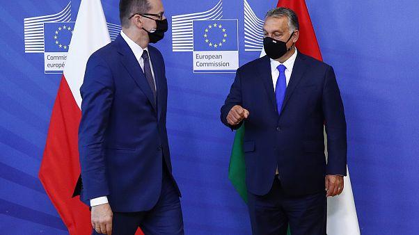رئيس الوزراء المجري فيكتور أوربان ورئيس الوزراء البولندي ماتيوز موراويكي في مقر الاتحاد الأوروبي في بروكسل 24 سبتمبر 2020.