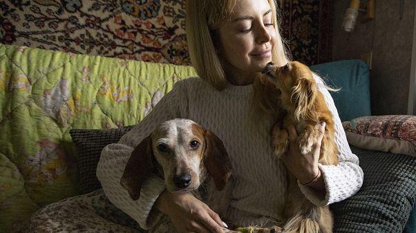 """أناستاسيا ميدفيديفا، إحدى منظمي مبادرة التبني عبر الإنترنت المسماة """"السعادة في المنزل"""" موسكو، روسيا."""