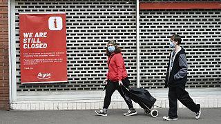 ادامه تعطیلی برخی کسب و کارها در بریتانیا به دلیل شیوع ویروس کرونا