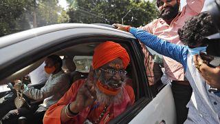 Hindistan'da mahkeme, Babri Camii davasında yargılanan 32 kişinin beraatına hükmetti