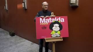 "Joaquin Salvador Lavado alias Quino mit seiner bekanntesten Figur ""Malfalda"""