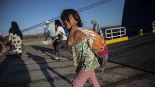طفلة لاجئة في مخيمات اليونان