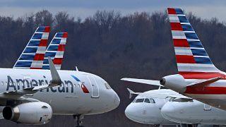 طائرات الخطوط الجوية الأمريكية في مطار بيتسبرغ الدولي.