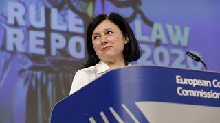 Věra Jourová a jogállamisági jelentés bemutatóján Brüsszelben 2020. szeptember 30-án