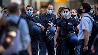 Polizisten mit Masken am Frankfurter Hauptbahnhof, 22.07.2020