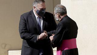 Il segretario di Stato americano Mike Pompeo al suo arrivo in Vaticano