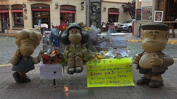 شاهد: تكريم لرسام الكاريكاتور الأرجنتيني يواكيم سالفادور لافادو إثر وفاته