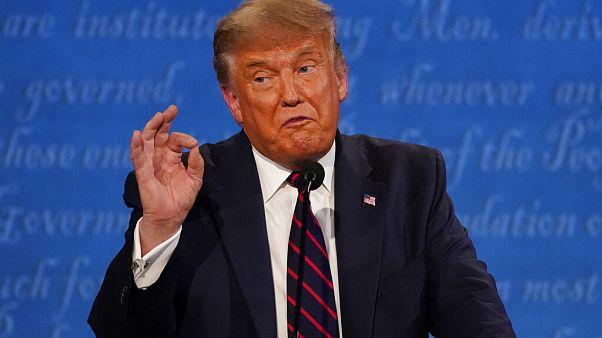 Donald Trump amerikai elnök gesztikulál Clevelandben 2020. szeptember 29-én
