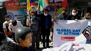 Kínai zászlót égettek tibeti tüntetők