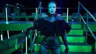 Rihanna de retour avec un nouveau show de lingerie