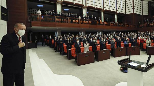 Erdogan a török parlamentben