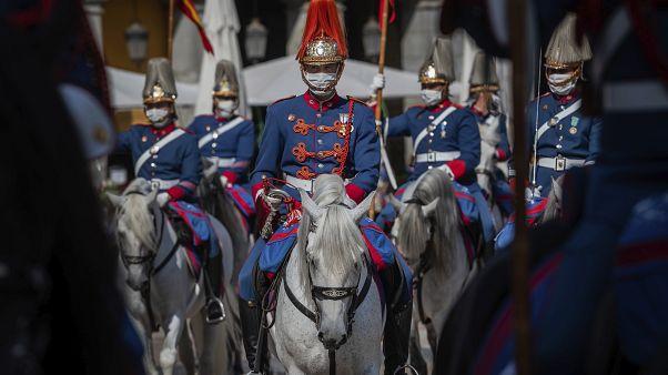 COVID-19: París al borde de la alerta máxima, Madrid del cierre