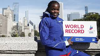London Marathon: Kenyan champions Kosgei and Chepngetich face off