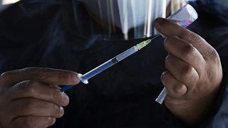 Vaccin anti-Covid : l'enjeu de la production à grande échelle