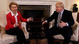 La presidenta de la Comisión Europea y el primer ministro británico durante una reunión en Londres el 8/01/2020