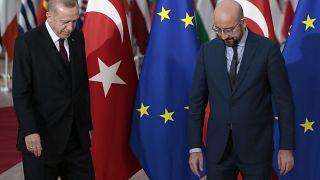 Ο πρόεδρος της Τουρκίας Ρετζέπ Ταγίπ Ερντογάν με τον πρόεδρο του Ευρωπαϊκού Συμβουλίου Σαρλ Μισέλ στις Βρυξέλλες (20 Μαρτίου 2020)