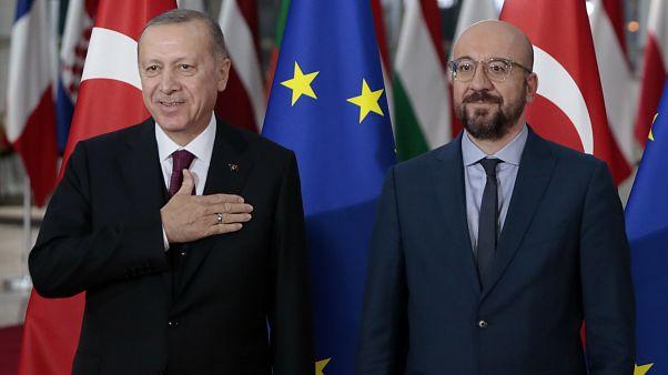 رئيس المجلس الأوروبي شارل ميشال والرئيس التركي رجب طيب أردوغان داخل مبنى المجلس الأوروبي في بروكسل/9 مارس 2020.