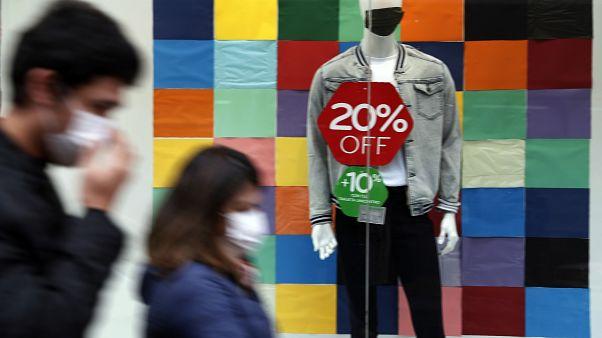 Gli sconti non bastano a convincere i consumatori. H&M vira sul web e chiude altri 250 punti vendita