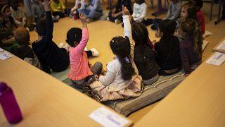 أطفال في قسم الدراسة خلال اليوم الاول من العودة المدرسية في بروكسل. 2020/09/01