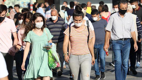 Covid-19 salgınında son durum: Türkiye'de 24 saat içinde 'belirti göstermeyen' 1.442 yeni vaka, 63 can kaybı daha kayda geçti