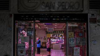 España restringe la circulación de personas en Madrid y Francia considera el cierre de bares