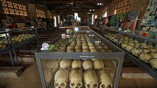 جماجم تعود لضحايا قتلوا خلال المجزرة في إحدى الكنائس الرواندية