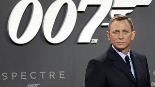 """دانيال كريغ في دور العميل """"007"""" في صورة من الأرشيف"""